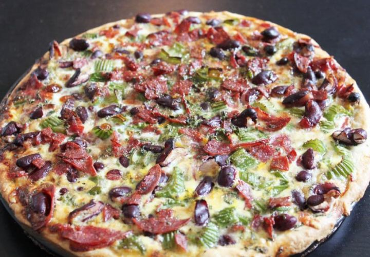 Quiche mit roten Bohnen und Salami