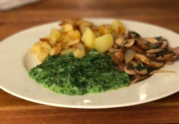 Kartoffelwürfel mit Käsespinat und Champignons