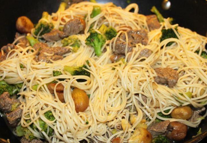 Rindfleisch mit Brokkoli und Ingwer