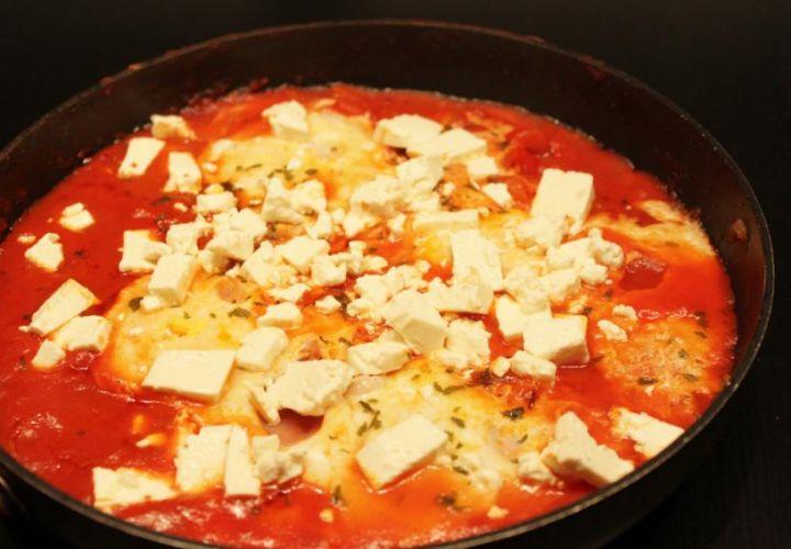 Tomaten Feta-Pfanne mit Ei