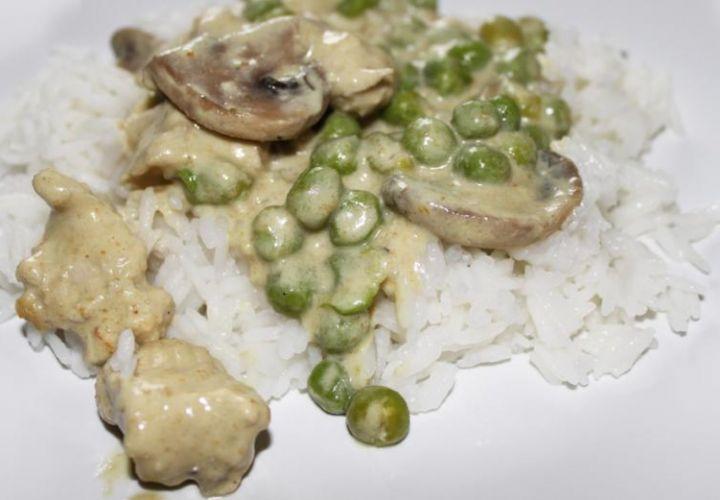 Grünes Curry mit Erbsen und Truten