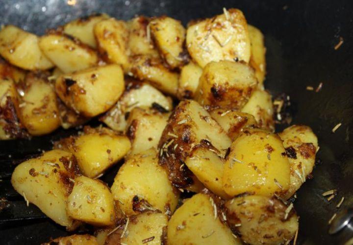 Karamellisierte Rosmarin-Bratkartoffeln