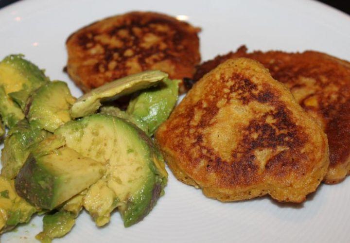 Maispuffer mit Avocado
